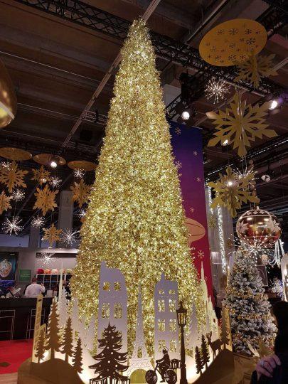sapin-illumine-galerie-marchande